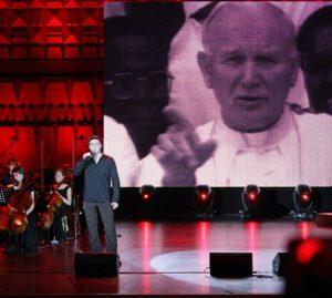 Mark-singing-Rome