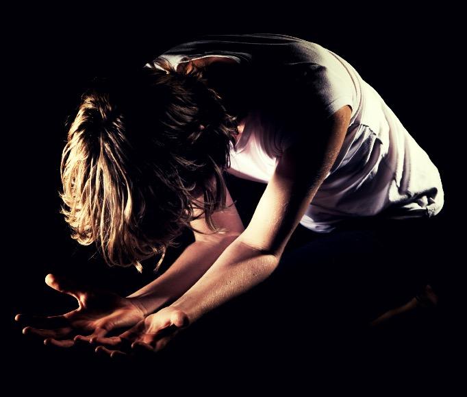 Woman-praying_Fotor