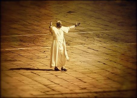 Pope_walking_2c
