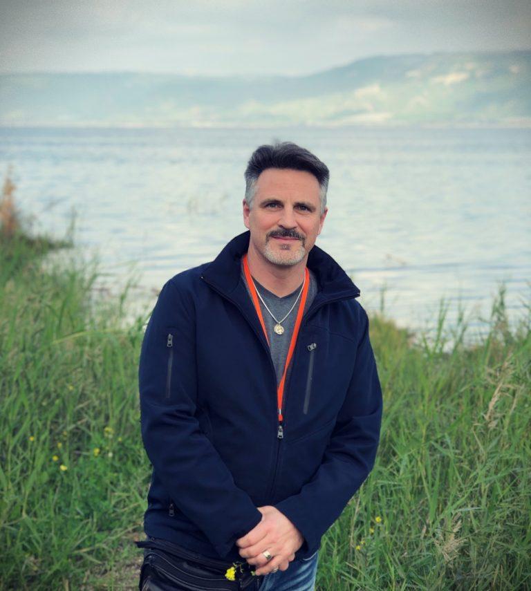 Mark Mallett au bord du Lac de Tibériade